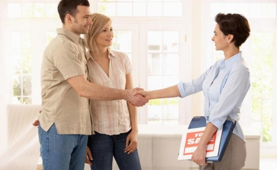 mbo-couple-buying-home_enlace